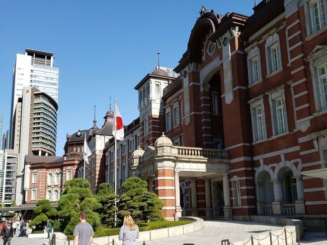 2019年11月9日-10日<br /><br />東京へ行く用事ができ、東京に宿泊。<br /><br />JALのダイナミックパッケージを見ていると、<br />東京ステーションホテル残1室!<br />思わずポチ?<br /><br />前回、パレスサイドツインだったので<br />今度泊まるときには ドームサイドに宿泊したかったけど、<br />同じパレスサイドツインでした。<br />残室1つだったのでしかたない・・・<br /><br /><br />11月10日は天皇、皇后両陛下の即位パレードの日!<br />東京駅まで行っているというのに、<br />パレードが始まる時間には空港へ・・・( ;∀;)<br /><br /><br />