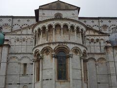 Lucca では,まず,ドゥオーモを目指す。