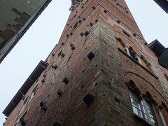 Lucca では、塔に登りたかったのですが、あいにくの雨で、割愛。