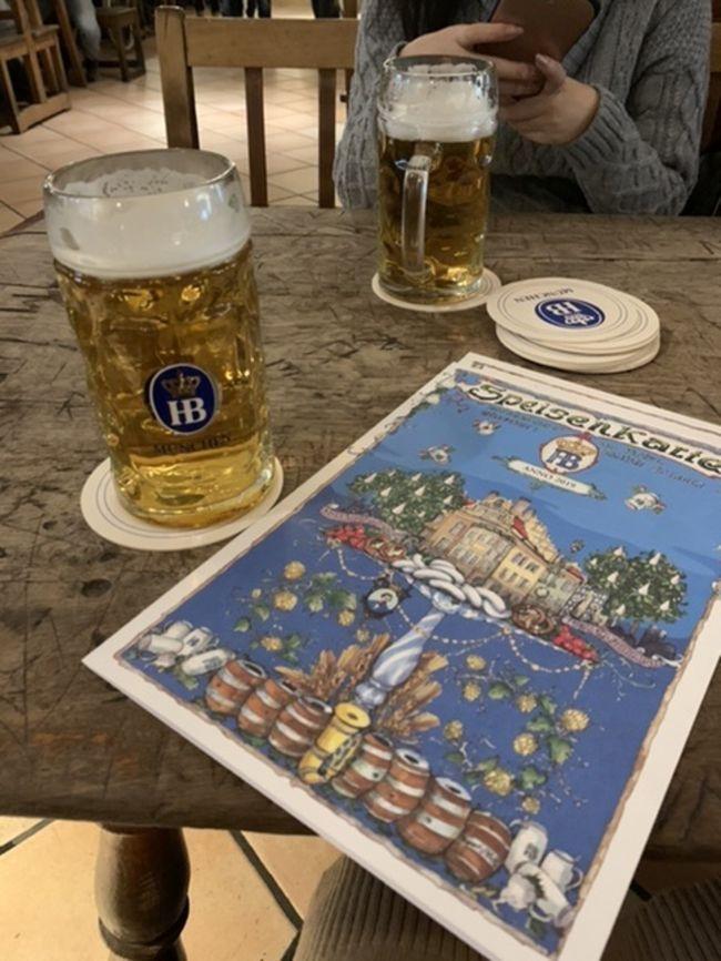 娘の学生最後に親子で思い出に残る旅にしたくて、選んだ場所が2年前にツアーで訪れた南ドイツでした。<br /><br />娘にとっては初ヨーロッパなので素晴らしいドイツを見せてあげたいと思って連れてきたつもりでしたが、旅を終えてみれば彼女には感謝しかありません。<br />目的地をテキパキと探してくれて、母に代わり英語で対応してくれて、いつの間にか私の方が連れていってもらっているシーンも多々あり、すっかり大人の女性に育ってくれたと嬉しく感じた旅でもありました。<br />娘には母と行く学生最後の卒業旅行、私にとっては子育ての卒業旅行だったなあと振り返って思います。<br /><br /><br />1日目  カタール航空にてドーハ経由ミュンヘンへ。   <br />     ミュンヘン泊<br />2日目  ミュンヘン泊<br />3日目  ミュンヘン泊<br />4日目  DB鉄道にてローテンブルクへ。<br />     ローテンブルク泊<br />5日目  DB鉄道にてフランクフルトへ。<br />     フランクフルト泊<br />6日目  フランクフルト泊<br />7日目  カタール航空にてドーハ経由成田へ