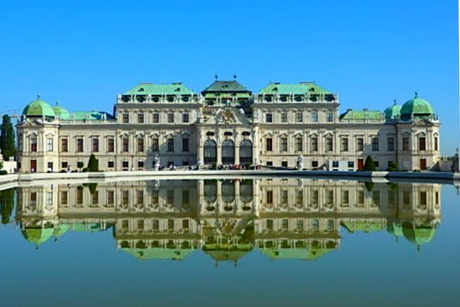 皆さん お元気ぃ~~♪<br />僕は、チョー元気\(^o^)/<br /><br />昨年のドイツ・チェコ旅行で、夏でもクラシック音楽が聴けるってことを知り、音楽の都ウィーンのコンサート情報をあれこれリサーチ&lt;(`^´)&gt;<br />調べたら、夏場は観光客相手のモーツァルト・コンサートやってるんですね。それも楽友協会で(≧▽≦)<br />もちろん聴きに行きました(*^^)v<br />初めてのウィーンとはいえ音楽の無い楽友協会を見学しても、それって<br />「気の抜けたコーラかサイダー」ってカンジぃ~<br />まあ、どうぜコンサートシーズンに来たって、余程のコネとお金でもなけりゃ楽友協会でウィーンフィルの定期演奏会って聴けないし(T_T)<br />メジャーなオケじゃないけど、楽友協会で聴けるってところがとても魅力的(*^^)v<br /><br />それに、絶対に行っておきたい美術館が<br />「美術史美術館」と「ベルベデーレ宮殿」<br /><br />これと、観光ド定番の<br />「シェーンブルン宮殿」<br /><br />宿泊は、<br />インペリアル・ライディングスクール・ルネサンス<br />ウィーン中心部に近いマリオット系のホテルの中では、ダントツに安い!<br /><br />結構、1か所に時間掛かっちゃうんで、<br />そんなに回れないZO~(^^ゞ<br /><br />それじゃあ、街歩き開始ぃ~~ヽ(^o^)丿