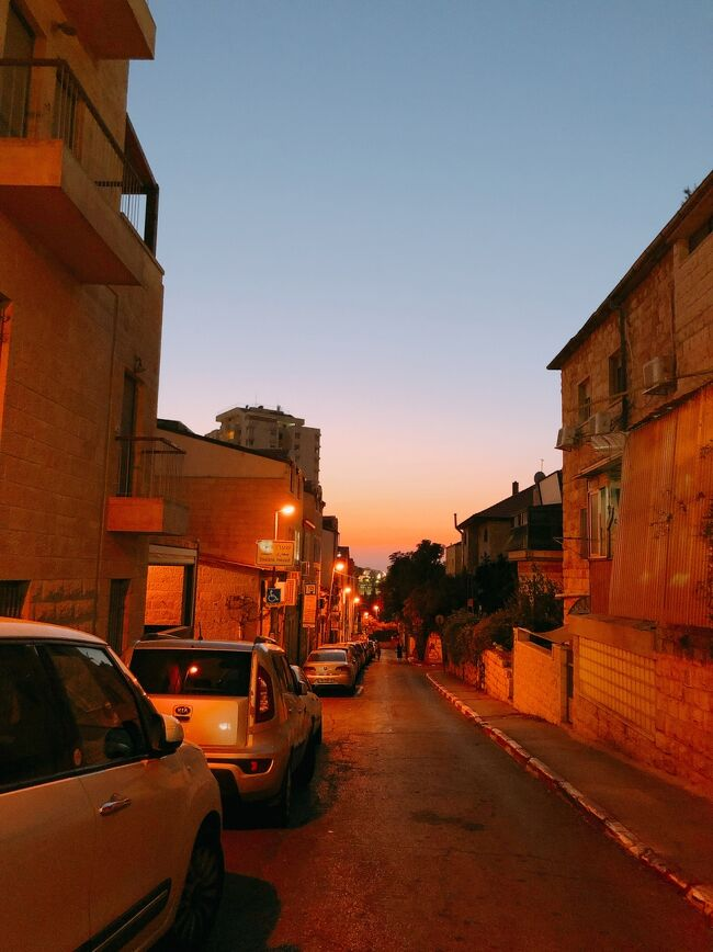 人があまり行かないところに敢えていくのがモットー。今回は大学生女2人でエルサレムに3泊4日の旅をしてきました。パレスチナもいっちゃいましたよ。