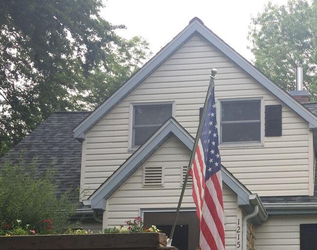 会社の同僚がリタイアしてこの地に住んでいるので訪ねてみると、林のある家を購入しDIYを楽しんでいました。