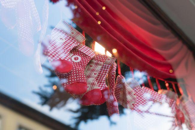 クリスマスマーケットに行きたいというのが かねてからの希望で <br />それもローテンブルグに泊まりたいから始まった今回の旅行<br /><br />今までは お休みが取りにかった年末シーズンですが<br />今は休職中なので 今行かなければいつ行く????<br /><br />ツアーを調べるも クリスマスマーケットだけをめぐってくれて<br />かつ小さな町のローテンブルグは ホテル少なく<br />日中に寄るだけというツアーが多くて<br />ツアーであれば もう少し年齢がいっても参加できるでしょうが<br />今だったら エイヤーと気力で個人旅行できるかもと <br />計画した旅です<br /><br />いつも他人任せの 私にしては一大決心で<br /><br />とことんわがままなひとり旅になりました