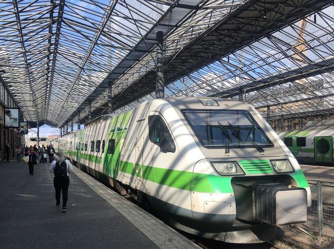2019年9月19日(木)午後<br /><br />この日の午前はフィンランド第二の都市トゥルクでの散策をしていました。<br />https://4travel.jp/travelogue/11573734<br /><br />昼からはフィンランド鉄道VRの特急列車ペンドリーノ号でヘルシンキへ向かいました。<br />2時間ほど車窓からの景色を見ながら列車の旅を楽しみ、14:30前に首都ヘルシンキに到着。<br /><br />ヘルシンキ中央駅からは徒歩でカンピ教会、Amos Rex、エスプラナーディ公園、元老院広場、フィンランド国立図書館、ヘルシンキ大聖堂など見て回りました。<br />夕方からは24時間交通券を買って、トラムやバスに乗って遠くまで行ってみたり、ヘルシンキの夜景を見ながら散策していました。