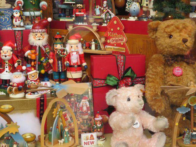 この時期、毎年格安のツアーが出るのを新聞で見ていて憧れていたクリスマスマーケット(*´ω`*)<br /><br />今回参加したのは、阪急交通社の<br /><br />「羽田発着・ルフトハンザドイツ航空往復直行便!<br />    ドイツ4つのクリスマスマーケット5日間」<br /><br />これに2つのオプショナルツアーも追加し、全部で6つのクリスマスツアーに行ってきました(^_-)-☆<br /><br />気温は入国~1日目はやや寒かったけど、2日目午後からは思った程寒くなく、天候にも恵まれた充実した楽しい旅となりました。<br /><br /><行程><br />1日目:地方空港から国内線にて移動し、羽田発フランクフルトへ移動<br />2日目:ローテンブルク・ニュルンベルクのクリスマスマーケット<br />3日目:ハイデルベルク・ハーナウ・フランクフルトの<br />    クリスマスマーケット<br />4日目:リューデスブルクのクリスマスマーケット・出国<br />5日目:午後帰国<br /><br /><旅行代金><br />ツアー代:119800<br />オプション代:14500<br />一人追加+国内線手配:40000<br />諸経費39000<br />両替:30000<br />wifi:1200<br />旅行保険:1800<br /><br />合計 約250000<br />