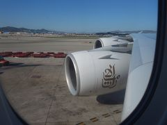 A380に乗りました。Emirates EK186。BCN-DXB。15:00 バルセロナ発。