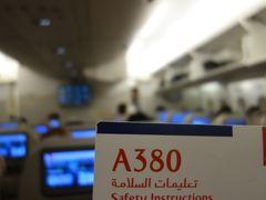 A380に乗りました。Emirates EK316。DXB-KIX。深夜3:05発。いざ,関空へ。