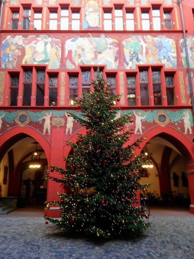 バーゼルのクリスマスマーケットは市街地の広範囲に会場が分散しています。<br />でも、主要な会場は旧市街中心にある、大聖堂横の広場(Münsterplatz)と、バーゼル歴史博物館前の広場(Barfüsserplatz) の二カ所なので、ここを押さえておけば充分だと思います。