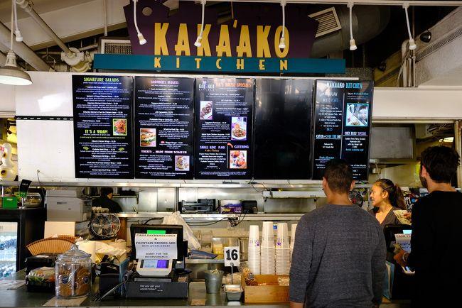 アロハタワーの後向かったのはカカアコキッチン。ここでハワイ名物「ロコモコ」を食します。