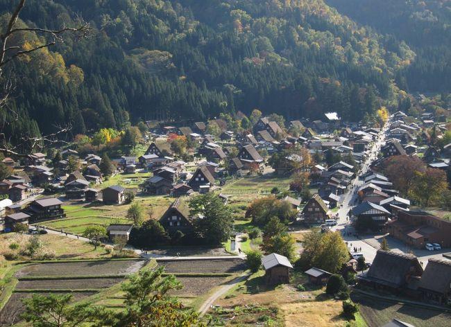紅葉の「黒部峡谷トロッコ列車」がメインの、新潟から富山へ2泊3日ドライブ旅行です。<br /><br />1日目・・・新潟県の苗場でドラゴンドラに乗車、紅葉を満喫。その後、春日山城跡にも寄り道してから富山県へ。<br /><br />2日目・・・トロッコ列車で黒部峡谷を満喫します。<br /><br />3日目・・・帰り道、岐阜県の白川郷・五箇山の合掌造り集落をちょっと観光します。
