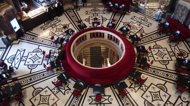関空→ドバイ空港→プラハ→ウイーンと移動して来ました。<br />マリア・テレジア広場のクリスマスマーッケトと食べ歩きの記録です。<br />1ユーロ=122.88円で換算しています。
