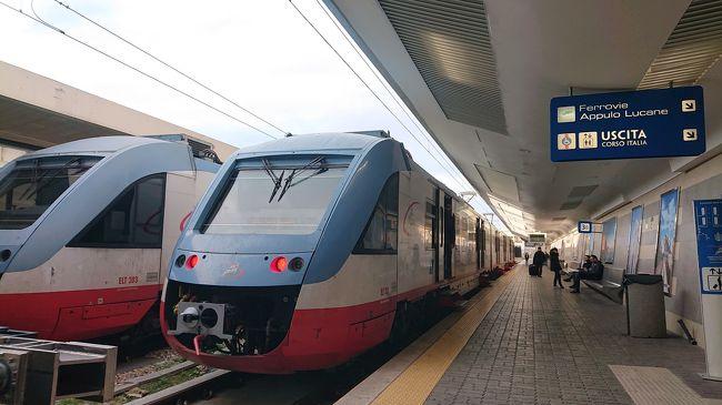 2019年12月クリスマスのイタリアに夫婦で行って来ました。<br />今回は南イタリアが目的地。2005年にイタリアにローマから日帰りツァーでナポリとポンペイに行ったことがありますがそれ以来。プーリアは初めてです。<br /><br /><br />日程<br />12月23日伊丹発成田経由でローマ、列車でナポリへナポリ2泊<br />12月25日ナポリからバスでバーリへ、バーリ4泊<br />12月29日バーリから列車でローマへ。ローマ2泊<br />12月31日ローマ発ヘルシンキ経由で成田へ。羽田へ移動して伊丹へ。<br /><br />12月27日バーリ2日目。<br />鉄道で日帰り。バーリを起点とする私鉄Ferrotramviariaでルーヴォ、ベトントで聖堂見学してからバーリに戻り国鉄でアッピア街道終点の街ブリンディシまで行ってきました。