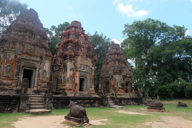 11月中旬、夫のベトナム出張に便乗して(夫の航空券代が浮くという算段)、バンコクを起点終点にカンボジア(プノンペン、バッタバン、シェムリアップ)、ラオス南部を2週間ちょっとかけて旅してきました。この旅の終了後はすぐに在住国フランスには戻らず、バンコク発券のANA羽田便でひとり日本里帰りを追加。合計約1か月の旅となりました。<br /><br />今回は、11年前(2008年2月)のカンボジア(シェムリアップ)、7年前(2012年5月)のラオスを含む東南アジア周遊の旅からのリベンジ旅行!当時の政治的情勢、あるいは私の体調具合等の理由によって行くことができず、ずっと心残りとなっていた場所を中心に周ってきました。<br /><br />ベトナム(ホーチミン)を起点終点にしなかった理由は、行きたかった中部地方が台風時期であったことと、ベトナムは大使館等でのビザ申請なしで再入国する場合には前回の入国から1か月待たないとならなかったから。というわけで、夫のベトナム出張終了翌日、カンボジアはプノンペンの空港で夫と合流しました。<br /><br />全日程<br />11月17日 パリ発ーバンコク着(+1日) バンコク乗り継ぎのみ <br />11月18日 バンコク発ープノンペン着 プノンペン2泊 <br />11月20日 プノンペン発ーシェムリアップ着 (+1日 / 夜行バスで1泊) シェムリアップ2泊 ←今ここ<br />11月23日 シェムリアップ発ーバッタンボン着 バッタンボン1泊<br />11月24日   バッタンボン発ーシェムリアップ着 シェムリアップ3泊<br />11月27日 シェムリアップ発ーパクセー着 パクセー1泊<br />11月28日 パクセー発ーコーン島着 コーン島2泊<br />11月30日 コーン島発ーチャンパサック着 チャンパサック1泊<br />12月1日 チャンパサック発ーパクセー着 パクセー1泊<br />12月2日 パクセー発ーウボンラーチャターニ(タイ)着<br />12月2日 ウボンラーチャターニ(タイ)発ーバンコク着 バンコク2泊<br />12月4日 バンコク発ー羽田着 日本8泊<br />12月14日 羽田発ーバンコク着 バンコク乗り継ぎのみ <br />12月14日 バンコク発ーパリ着<br /><br />通貨<br />カンボジア<br />4,000リエル = 約100円 = 1米ドル