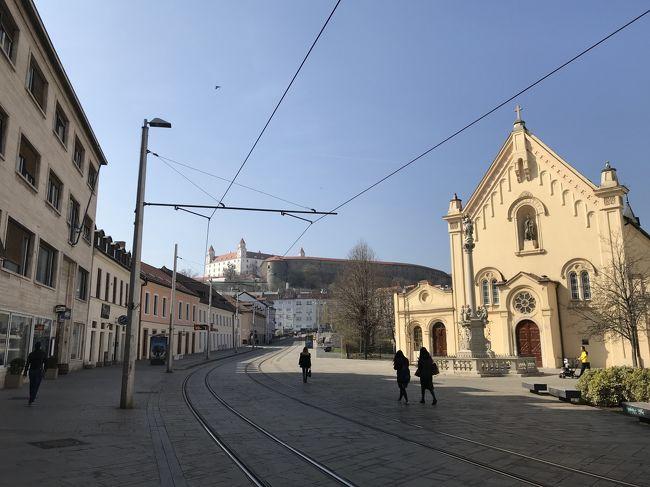 2019年3月15日から26日まで、オーストリア・チェコ・スロバキア・(ドイツ)・イタリアに一人旅したので忘れないうち(もう半年以上前ですが.......)に記念としてまとめてみました<br />ヨーロッパにはフランス・パリへ家族で行って以来8年ぶり。なお今回は1人ということで、一人旅の醍醐味である旅程に必要な移動手段等は全て個人手配で行いました。<br />旅程としては以下の通り<br /><br />3月15日:成田空港→モスクワ・シュレメーチエヴォ空港→ウィーン国際空港<br />16日~18日ウィーン市内散策<br />19日:ザルツブルク市内散策<br />20日:ウィーン市内散策<br />21日:ブラウナウ・アム・イン散策→リンツ市内散策<br />22日:ウィーン市内散策<br />23日:スロバキア・ブラチスラヴァ市内散策→チェコ・ブルノ市内散策→ウィーン中央駅からNJ乗車でイタリア・ヴェネツィアへ<br />24日:ヴェネツィア散策→トリエステ<br />25日:トリエステ散策→ヴェニス空港→カタール・ハマド空港<br />26日:ハマド空港→成田空港