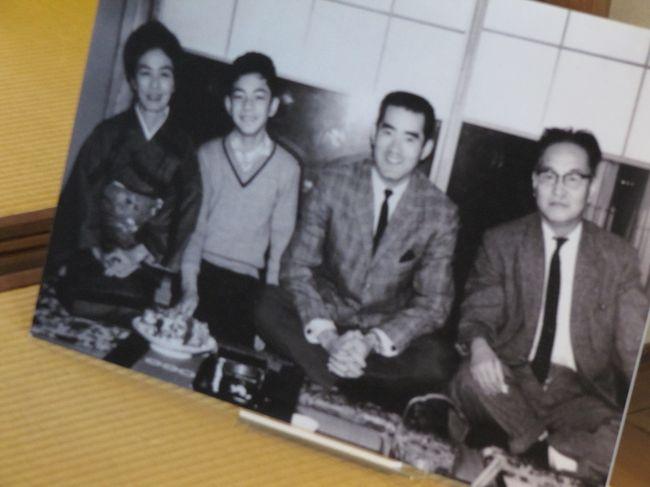 気になった『馬込文士村』。<br /><br />大正から昭和初期、鉄道開通で多くの作家や芸術家がこの辺りに引っ越してきました。中でも尾崎士郎が中心となり、共に語り、共に遊び馬込文士村なるものを形成しました。尾崎士郎は宇野千代とも結婚歴があり、写真の長嶋茂雄氏や大相撲にお酒も大好き。<br /><br />大森駅北口からジャーマン通りを歩き、尾崎士郎記念館、山王草堂記念館、山王会館を訪れました。
