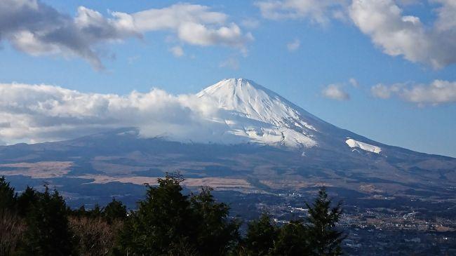 今年の仕事納めの27日夜から冠雪した富士山を見ながら箱根強羅温泉まで。<br />流石に通し運転はきつい為、鈴鹿で一泊。<br />翌朝新東名を通り御殿場まで。<br />関西人にとり、普段目にする事ない富士山の姿を捉えると外国人並みにテンションか上がります。