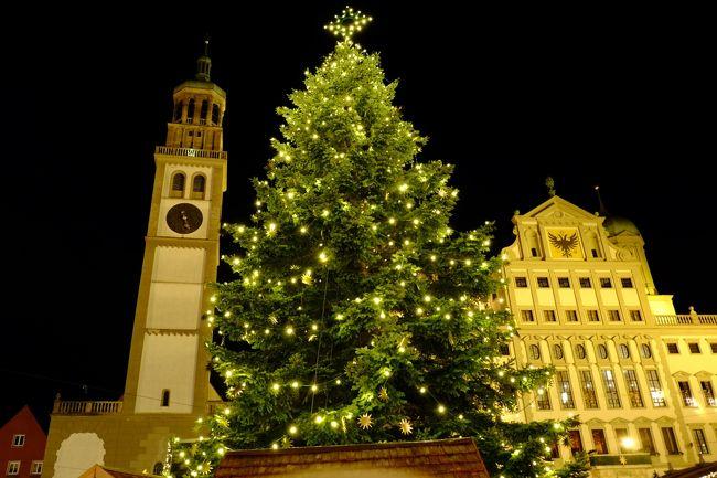 今日はノイシュバンシュタイン城の観光とアウグスブルクの<br />クリスマスマーケットに訪れます。<br />ノイシュバンシュタイン城のあるホーエンシュバンガウ付近は<br />前夜の冷え込みで雪が降り一面雪化粧です…お城まで車が運行しているか<br />心配です。残念ながら徒歩でお城まで登ることになりました。<br />お年を召した方は、馬車を利用されました。マリエン橋は安全のため通行止めで、これからの季節は難しいようですとミッチーを言ってました。<br />アウクスブルクには夕刻に到着になり、市庁舎前のクリスマスマーケットと<br />「エンゼルプレイ」を楽しみました<br /><br /><br /><br />