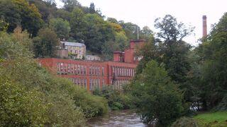 秋のイングランド カントリーサイドを歩く 7 ピークディストリクト(5)マイナーな世界遺産 ダーヴェント峡谷の工場群