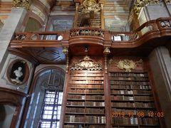 オーストリア横断の旅(3) 世界一美しい図書館といわれる「オーストリア国立図書館」へ・・・