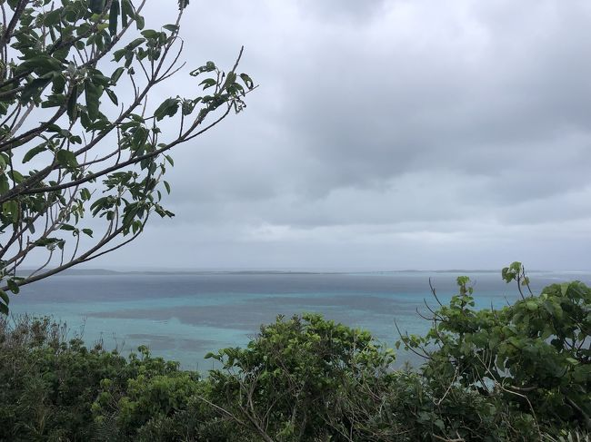 池間島、来間島、伊良部島、宮古島の離島には橋がかけられて、車で渡ることができます。<br /><br />車で渡れないのが大神島。<br /><br />昨年、帰る日の前日にこの島のことを知って、次に来たら行ってみようと思っていた島です。<br /><br />色々調べると、とても神秘な島のようで、呼ばれた人しか渡れないのだそう。<br /><br />今回、やっと呼んでもらえたみたいです。