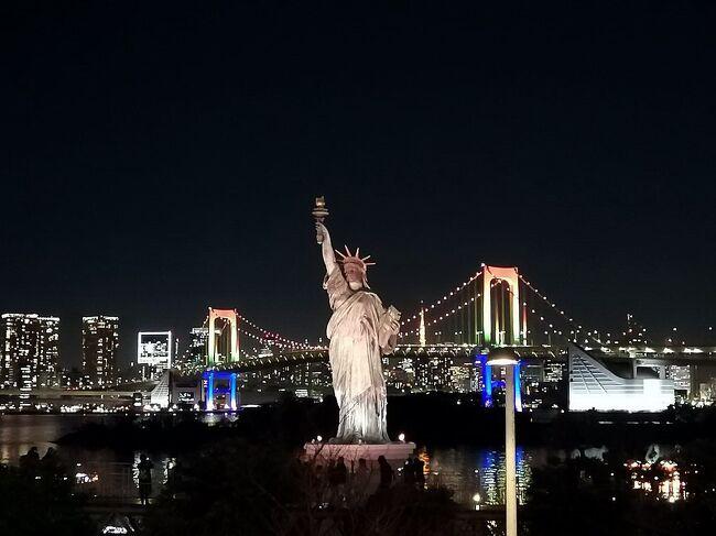 湯島天神・ボリショイサーカス・お台場の夜景とは異な組み合わせですが、きっかけは正月過ぎに中学受験が始まる孫のために、学問の神様・菅原道真公をお祀りする湯島天神へお詣りすることでした。<br />しっかり合格祈願をした後は、ボリショイサーカスのチケットを持っていたので、水道橋の東京ドームシティへ。<br />何十年ぶりのサーカスに興奮し、外に出てみると、まだ16時なので、お台場の夜景を見よう、ということで、このような組み合わせになった師走の一日でした。<br /><br />写真は、ライトアップが美しいレインボーブリッジと自由の女神像。