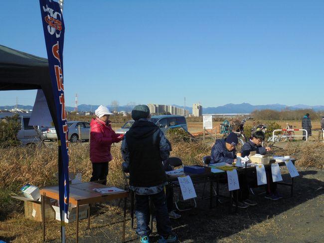 「くにたち元旦マラソン」とは毎年元日に東京都国立市の河川敷公園で開催されるマラソン大会。<br /><br />2020年で47回目を迎える歴史ある大会でありながら、主催者の方の高齢化を理由に今回開催が最後となる由。<br /><br />当日参加受付は有難いし、参加料も500円と極めて良心的、そんな貴重な大会がなくなってしまうのは至極残念...<br /><br />寒くなってから体左半分のあちこちが痛む状態ですが、大好きな大会を記憶と記録にとどめておこうと参加してきました。