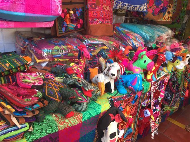 メキシコといえば「カラフル」で陽気なイメージ♪<br />できればそんなポジティブなものをお土産にほしい!<br /><br />