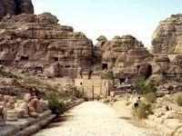 謎の文明を解き明かす『ナバテア文明』 ウディ・レヴィ 著を読む /  非暴力かつ文化的なナバテア人が造ったヨルダン ペトラ遺跡
