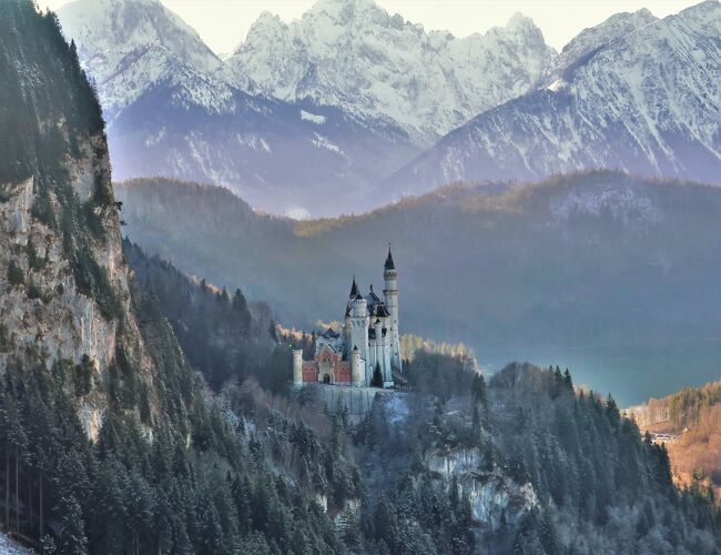 2019年締め括りの旅行は、ドイツ最高峰ツークシュピッツェに行ってきました。<br /><br />あわせて、ノイシュヴァンシュタイン城の撮影スポットとしても知られているテーゲルベルクにも行ってきました。題して「Top of Germany」の旅です!<br /><br />---Reiseplan---<br />■12/29 フュッセン - シュヴァンガウ(Tegelberg:1720m)<br />□12/30 ガルミッシュ・パルテンキルヒェン(Zugspitze:2926m)<br /><br />▼HOTEL<br />München泊「Hotel Dolomit」:39.00 EUR <br />