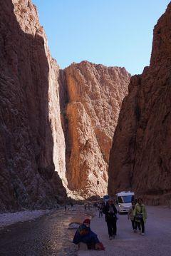 マサー・ウルヘール モロッコ7.トドラ渓谷の絶壁そしてカスバ街道を走りワルザザートへ