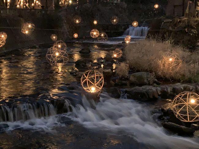 マイルの期限が来るので、初めてのどこかにマイル。<br />熊本、仙台、松山、長崎の4択を選択。熊本以外はダイナミックパッケージで行っている。絶対!熊本だ!と、黒川温泉に宿を決めてからの、どこかにマイル挑戦。ビンゴ~!やった!と、冬のこの時期、湯あかりをやっている、黒川温泉へ。熊本市内の観光はあまり気乗りがしなかったので、A列車に乗って三角へ。三角から、天草へは、また、次回。<br />世界遺産になった三角西港を散歩した1日目。黒川温泉で過ごした2日目。<br />素敵な熊本でした。<br />