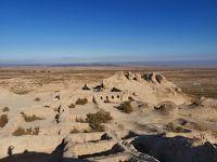 ウズベキスタン2019・・・(8)砂漠の中の遺跡「トプラクカラ」「アヤズカラ」 ユルタで昼食