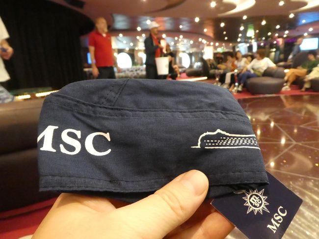 MSCスプレンディダ、上海横浜片道クルーズ3泊4日に参加。<br />3日目です。今日は天気悪し。日の出鑑賞はあきらめ。<br />今日も終日航海日なので、船内行事(アクティビティ)てんこ盛りです。<br />でも朝から不安げな妻。昨日のクイズ大会で上位入賞。今日の本大会で舞台の上に出るのです。船内新聞には「マスターシェフ・ミステリーボックス」と書いてあります。何やるのか不明なのは他のゲームと同じ。さて、どうなるでしょう。<br />それはともかく、今日もゲームは楽しかったし、賞品も気前よくどんどんくれました。<br />そして夜のショーは見て楽しく、特にフィナーレは素晴らしかったです。<br />夜には晴れ上がり、満月が見えました。十五夜です。お月見もできました。<br />明日降りなきゃいけないのがとっても寂しくなりました。<br />