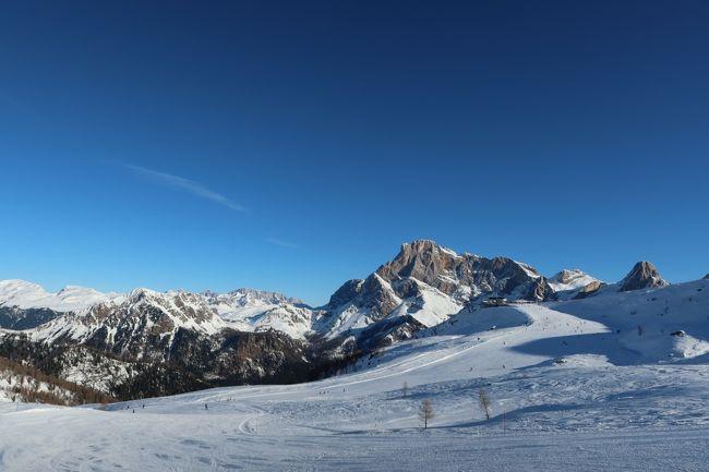 あぁぁぁぁぁぁぁ なんだ~この景色は~!!<br />今回の海外スキー2019/2020はイタリア・ドイツへ。<br /><br />いつもながらボッチで行ってきました。<br />何っ?友達がいなくて可哀そう??<br /><br />ふっ、ノーストレス・ノープッシャー・ノーレスポンシビリティだよ!  ぼっち万歳!<br /><br />で、日本でも結構有名なイタリアのドロミテに来ました。現地だとドロミティー的な発音!難しーっ<br /><br />その中でも有名なコルティナ・ダンペッツォやアラッバ、チベッタには行かず、サン・マルティーノ・ディ・カストロッツという日本ではマイナーな所へやって参りました。<br /><br />■スキー場のスペック!<br />標高   :1,404m - 2,357m<br />リフト  :23基<br />総滑走距離:60km   (野沢温泉スキー場が44.5km)<br /><br /><br />■日程はこんな感じ<br /><br />Day1 フライト:名古屋→成田→フランクフルト→ミュンヘン  レンタカー:ミュンヘン→インスブルック<br /><br />Day2 インスブルック観光(時差ぼけ対策)  レンタカー:インスブルック→トレント<br /><br />Day3 トレント観光(朝起きれなかったから観光にした)  レンタカー:トレント→フェルトレ<br /><br />Day4 サン・マルティーノ・ディ・カストロッツァスキー場  レンタカー:フェルトレ→スキー場→トレント<br /><br />Day5 ロベレト観光 (朝怒れなかったので観光にした)  レンタカー:トレント→ロベレト→サン・マルティーノ・イン・バディーア<br /><br />Day6 アルタ・バディアスキー場  レンタカー:サン・マルティーノ・イン・バディーア→アルタ・バディア→アラッバ<br /><br />Day7 アルタ・バディア  レンタカー:アラッバ→アルタ・バディア→クフシュタイン<br /><br />Day8 スーデルフェルトスキー場  レンタカー:クフシュタイン→スーデルフェルト→ミュンヘン<br /><br />Day9 ミュンヘン観光   レンタカー:ミュンヘン→空港<br /><br />Day10 フランクフルト乗継合間観光  フライト:ミュンヘン→フランクフルト→<br /><br />Day11 帰国&九州旅行   フライト:成田→福岡   レンタカー:福岡→大分(大和)<br /><br />Day12 九州旅行      レンタカー:大分→福岡  フライト:福岡→名古屋<br /><br />Day13 出勤・・・<br /><br />■旅費<br />・JAL国際線 Cクラス特典航空券燃油税他 \41,370<br />・ANA国内線(福岡・名古屋)          \13,210<br />・ルフトドイツ国内線          \25,471<br />・レンタカー代(ドイツ、越境費込)   \31,702<br />・レンタカー代(国内)         \ 4,610<br /><br /><br />個人ページも時間があれば見てくださいねー!<br />http://soleil1969.com/ski/1920ItGe/1920_it_001.html<br /><br /><他の海外スキー場の写真ページ><br />http://soleil1969.com/ski/photo.html<br /><br /><肉団子のホームページ><br />http://soleil1969.com/<br /><br />