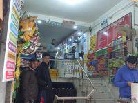 ニューデリ—駅近く 各種サービスとヘナ・タトゥーのお店