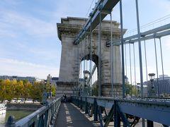 2019.10ハンガリー・ウイーン旅行11-くさり橋,王宮のケーブルカー,広場からマチャーシュ教会に向かう