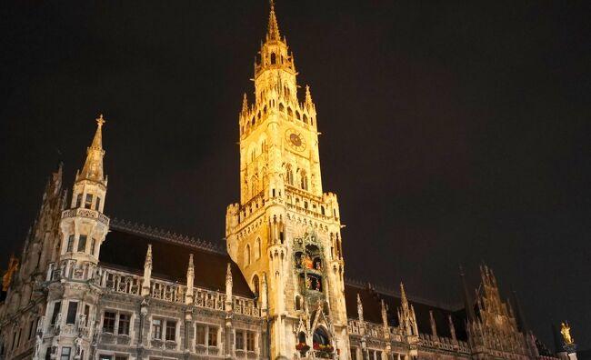 ミュンヘン(München Munich)には、映画『去年マリエンバードで』のロケ地となったニンフェンブルク城(Schloss Nymphenburg)や映画『Uボート』で使用した潜水艦艦内セットに入ることができる映画撮影所 ババリア・フィルムシュタット(Bavaria Filmstadt)など、映画好きには必見の場所がある。<br />そして、ミュンヘン・レジデンツ(Residenz München)内にある不気味でエスニックなグロット宮殿(Grotto Courtyard)や異様でおどろおどろしい内装のアザム教会(Asamkirche)、かつて見本市会場として賑わった旧植物園(Alter Botanischer Garten)など興味深い史跡も多い。<br />また、オクトーバーフェストではビールテントが賑わうようにミュンヘンは美味しいビールが山ほどあり、レストランも美味しい。そして市場や食料品店も多く、食材豊富で自炊もなんなくこなせる美味しい街でもある。<br /><br />● ミュンヘンへ / 空港から市内へ<br />● ミュンヘンの史跡<br />・ミュンヘン・レジデンツ(Residenz München)/ グロット宮殿(Grotto Courtyard)<br />・ニンフェンブルク城(Schloss Nymphenburg)<br />・アザム教会(Asamkirche)<br />・旧植物園(Alter Botanischer Garten)<br />● ババリア・フィルムシュタット(Bavaria Filmstadt)<br />● 美味しいミュンヘン<br />・ミュンヘンのビール Räuber Kneißl<br />・ミュンヘンのビール Augustiner Bräu とドイツ料理のレストラン Liebighof<br />・ミュンヘン中央駅そばの美味しいトルコ料理 Altın Dilim<br />● ミュンヘンのアパート泊(City Aparthotel München )<br /><br />ミュンヘンに行く為に成田空港を発つ際は生憎の大雨に見舞われ空港へのアクセスやトランジットなど不安の多い旅立ちとなった。幸いトラブルには見舞われなかったが、この辺りの顛末は別記事『大空港の乗り継ぎ(トランジット)のミスとロストバゲージの恐怖』をご参照いただきたい。<br />また、ドイツ入国の際の税関トラブルについて不安のある方は合わせてこちらの記事『ドイツ入国、デュッセルドルフ 乗り継ぎ(トランジット)方法と所要時間 / ドイツ入国時の厳しいと言われる税関は怖くない スマホ、カメラ、パソコンの申告について』も参考になるかと思う。<br /><br />トランジットのモスクワからミュンヘンまで空路では3時間。短い時間ながら夕食が提供され少々驚いた。ミュンヘン空港(Flughafen München / Munich Airport)は予定通り夜遅く、22時半に到着したが、荷物もすぐに受け取ることができ、順調な滑り出し。ベルリン テーゲル空港で同じく夜中到着で荷物のロストを体験したので、今回は同じドイツでもひと安心。<br /><br />詳細はコチラから↓<br />https://jtaniguchi.com/munchen-munich-bayern-touristguide/