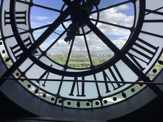 夫婦でゴールデンウィークにフランス、イタリアの絵画鑑賞旅行に<br />行って来ました。<br /><br />最初は、パリにルーブル美術館の隣りのホテルに7日間宿泊し、<br />その間にレンタカーでレンヌ、サンマロ、<br />モンシャンミッシェル(1泊)、ナントを回った。パリでは、<br />オルセー美術館、モネのアトリエ、モンマルトルの丘、<br />ベルサイユ宮殿、火災直後のノートルダム大聖堂その他、色々の施設、  そして少しでも時間があれば、ルーブル美術館に行きました。 <br /><br />妻が身障者なので入場料は、二人共タダでした。<br /><br />パリの最終日夕方にイタリアのミラノへ、夜行列車で行き、<br />最後の晩餐の壁画、ダビンチ博物館、ドォーモなどを<br />路面電車で見て回りローマに、<br />ここでも名所旧跡施設を路線バスで3日間かけて見て回った。<br />