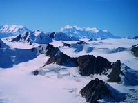 世界最大の氷原とカナダ最高峰ローガン山 (World largest icefield & Canada's highest peak)