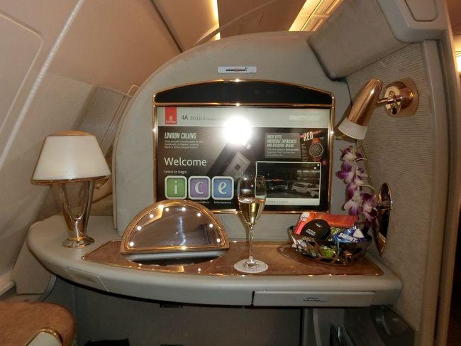 あけましておめでとうございます。<br />今年もよろしくお願いします。<br /><br />今年の旅初めは、旦那様念願のエミレーツのファーストクラス!<br />JALのマイルを利用して、特典航空券を発行しました。<br /><br />1月9日(木)<br />EK317(Emirates)23:30 関西~05:45 ドバイ<br />1月10日(金) <br />宿泊はJWマリオット・マーキス・ホテル・ドバイ<br />1月11日(土)<br />宿泊はアルマハ,ラグジュアリーコレクション・デザートリゾート&スパ<br />1月13日(月)<br />EK316(Emirates)03:50 ドバイ~17:05 関西<br /><br />あいかわらずの駆け足の旅ですが、最後までお付き合いお願いします。<br />今回は前後に分けて、投稿します。