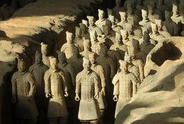 2019秋、中国旅行記25(4/34):11月18日(2):西安(3):兵馬俑1号坑、朝日に照らされた兵馬俑