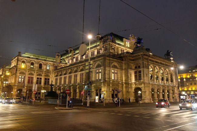 オーストリアには5回ほど行ってますが、毎回ザルツブルグを拠点に市内観光や近郊観光と夜は音楽祭というスタイルでした。そのため首都であるウィーンにはトランジットで通過するだけで観光したことはありませんでした。ウィーンフィルをウィーンフィルの本拠地である楽友協会の黄金ホールで聴きたいのはありますが、ウイーンフィルの定期公演は数年待ちになっているのでウィーンに行く動機が乏しかったのがあります。今回ホテルとエアーの格安のパッケージを見つけて、さらにオペラハウスのスケジュールからバレエ1公演とオペラ3公演分のチケットが買えたのでウィーンに行くことにしました。ウィーンフィルはお預けです。ウィーンでは市内観光と可能な限り近郊の史跡やお城めぐりをしたいと思います。<br />