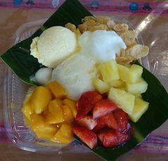 沖縄(2.6) 恩納の駅の琉冰(りゅうぴん)でフルーツ・アイスをいただきました。いつも来るお店です。