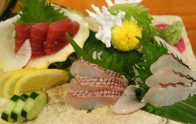 沖縄(2.7) 今日の夕食は三線のライブを聞きながら。豪華ですね。