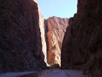 地下水道溝ホッターラ(カナート)とトドラ渓谷