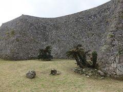 沖縄(3.3) 中城城跡をみる。すごい石垣ですね。積み方も3種類ある。時代が重層しているのかな。