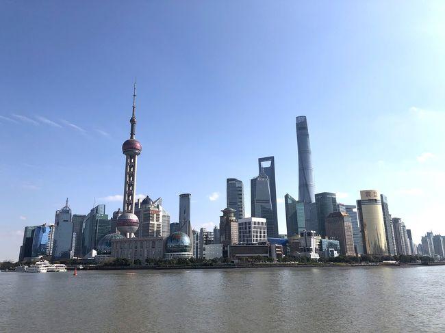 年末年始、上海へ行ってきました。<br />一番の目的は上海ディズニーランド!!<br />その他にも水郷を見るために烏鎮、黄浦江のクルーズ、上海自然博物館など、たくさんの場所へ行くことができました。<br /><br />あと食べることが大好きな私!!<br />パートナーのナカさんに付き合ってもらい、本格的な中華料理から屋台飯まで、食べて食べて食べまくりました。<br /><br />そしてまさかの大ハプニングも!?<br />アジアは慣れていたつもりだったけど、大変な思いしました。。<br />とりあえず言いたいことは、<br /><br /><br />「中国、何でも大きすぎ。」<br /><br /><br />今となっては面白い思い出です。<br /><br />---------------------------------------------------------<br /><br />4日目は上海市内を観光しました。<br />主な予定は上海自然博物館、M&amp;M's World、黄浦河の夜景クルーズです。<br /><br />盛り沢山のお正月を過ごすことができました♪<br /><br /><br />&lt;日程&gt;<br />12月29日 日本出発<br /><br />12月30日 上海到着⇒烏鎮<br /><br />12月31日 烏鎮⇒上海市内観光<br /><br />★1月1日 市内観光<br /><br />1月2日 上海蟹⇒上海ディズニーランド<br /><br />1月3日 上海ディズニーランド<br /><br />1月4日 帰国<br /><br /><br />&lt;飛行機&gt;<br />Trip.com から予約しました。<br />往復で1人27000円。<br /><br />12月29日(日) Peach<br />KIX 22:25 → PVG 00:20<br /><br />1月4日(土) 春秋航空<br />PVG 8:30 → KIX 11:45