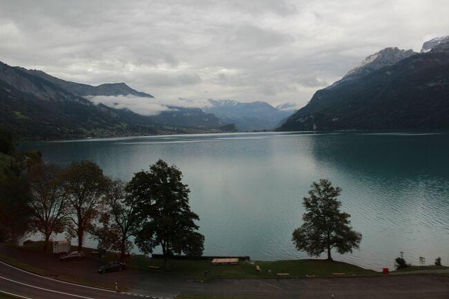 2019年秋、成田からスイス航空でチューリッヒに直行し、主に山岳地帯を中心に鉄道利用の旅を30日間楽しみしました。シャモニーを含めフランスのストラスブールとイタリアのモンツァ/ベルガモに脱線訪問もしました。<br />旅程の概略です。<br />★ 9月19日 スイス航空でチューリヒへ。チューリッヒ空港泊。<br />★ 9月20~22日 アンデルマット泊。<br />★ 9月23~25日 バーゼル泊。<br />★ 9月26~28日 シャモニー泊。<br />★ 9月29~10月1日 ツェルマット泊。<br />★ 10月 2~ 5日 インタラーケン泊。<br />★ 10月 6~ 7日 チューリッヒ泊。<br />★ 10月 8~10日 サン.モリッツ泊。<br />★ 10月11~12日 モンツァ泊。<br />★ 10月13~15日 ルツェルン泊。<br />★ 10月16日 チューリッヒ空港から成田へ。<br />スイスは鉄道料金が高いという事で、スイス.トラベル.パス.フレックス15日とスイス.ハーフ.フェア.カードを用意しました。最初は、ハーフ.フェア.カードで充分かなと思いましたが、よくよく調べていくとトラベル.パスの方が割安だと分かり結局二つとも買う事になりました。これらのスイス.パスは、ポスト.バス、主要都市の交通機関、ロープウェー、ケーブルカー、博物館などが無料や割引になります。<br /><br />この16回目の旅行記は、インタラーケンオストからブリエンツへデイ.トリップした記録です。