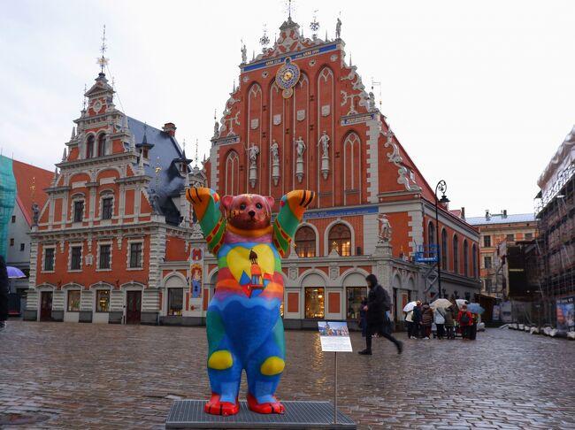 10月29日(火)ツアー2日目。<br /><br />  8:30 エストニアのタリンからバスでラトビアのリガへ向かう<br />13:15リガに到着<br /> 昼食後、リガ旧市街観光<br /><br /> リガ城、三人兄弟、スウェーデン門、火薬塔、ブラックヘッドのギルド等<br /> を観光。<br /><br /> 17:30 VEFホテル着<br /><br />10月30日(水)ツアー3日目<br /> <br /> 8:00 ホテル出発